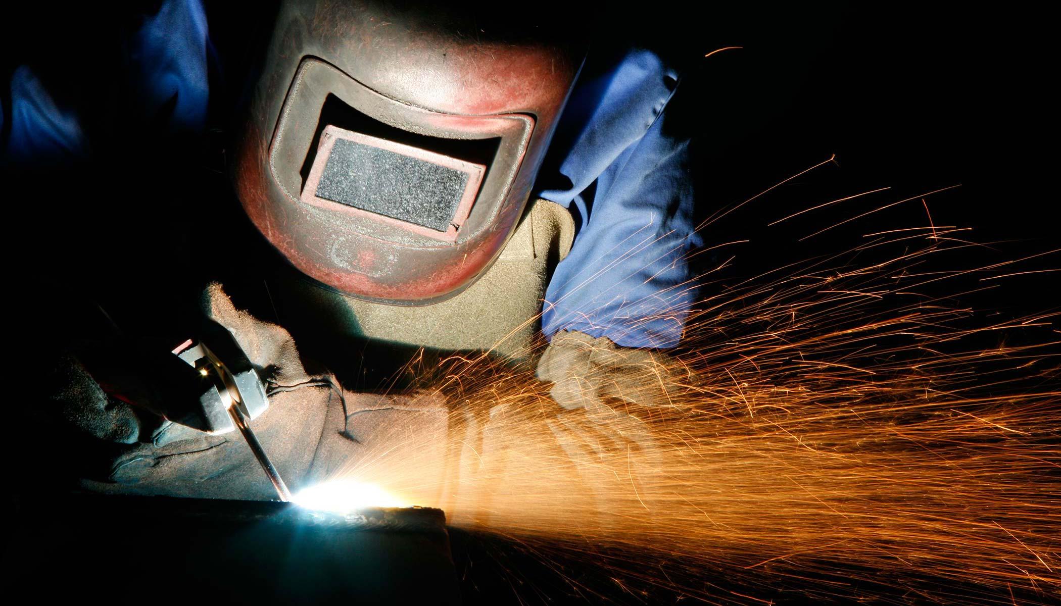 Résultats de recherche d'images pour «welder industrial»